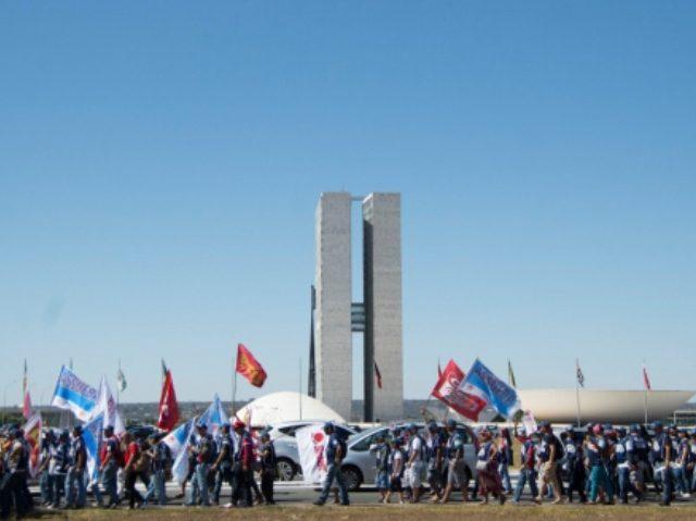 Servidores públicos federais lutam contra agenda de retirada de ...