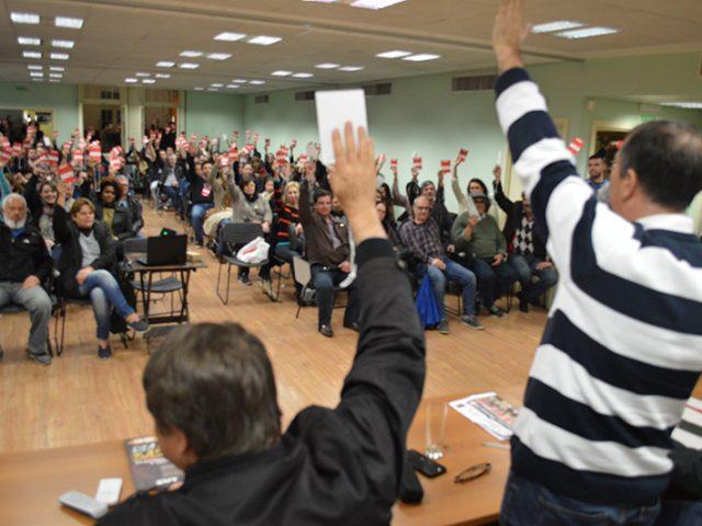 Bancários rejeitam por unanimidade proposta da Fenaban em assembleia ...