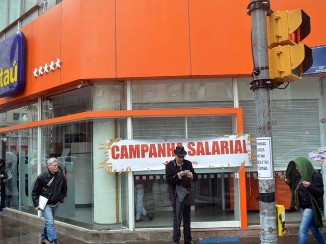 Bancários paralisam agências por duas horas no Centro ...
