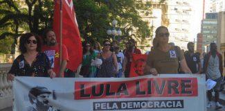 Ato em defesa dos direitos humanos em Porto Alegre exige liberdade para Lula e justiça para Marielle