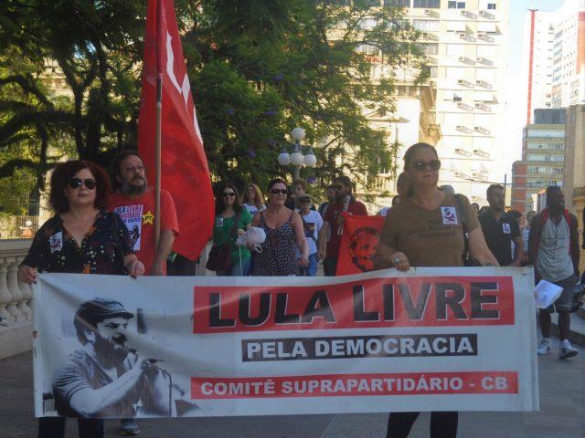 Ato em defesa dos direitos humanos em Porto Alegre exige ...
