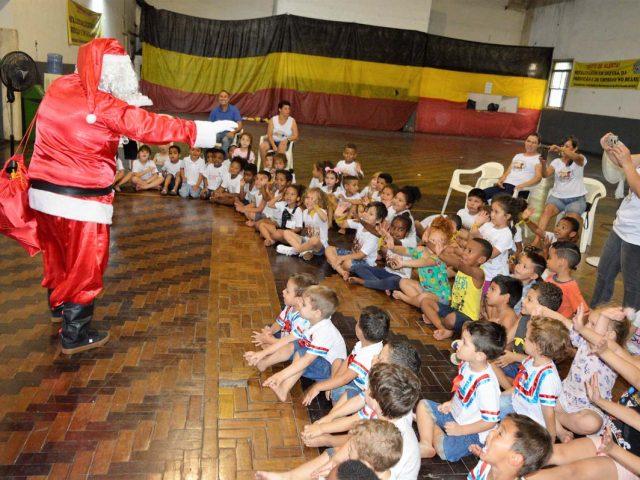 Com ajuda do SindBancários, alunos da Escola Criança ...