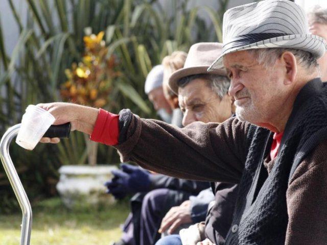 PEC de Bolsonaro impõe idade mínima de 65 anos ...