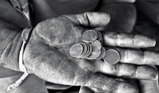 Trabalhador perde 8% de renda com corte de abono