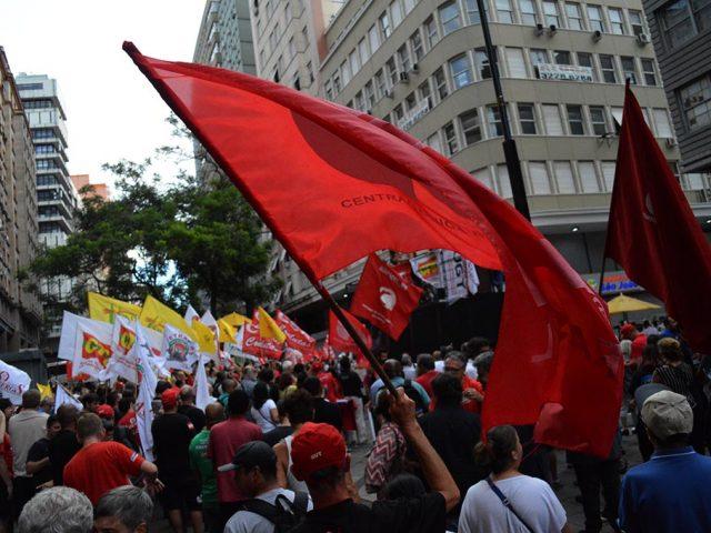 Bancários protestam contra Reforma que quer acabar com a ...