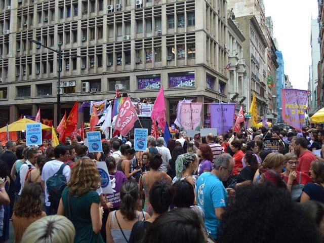 Em Porto Alegre, 8M reúne milhares contra a Reforma ...