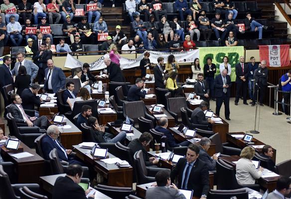 Governo Leite derruba exigência de plebiscito para privatizar estatais