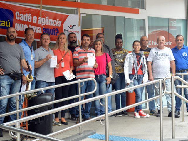 Ato no Itaú denuncia fechamento de agências