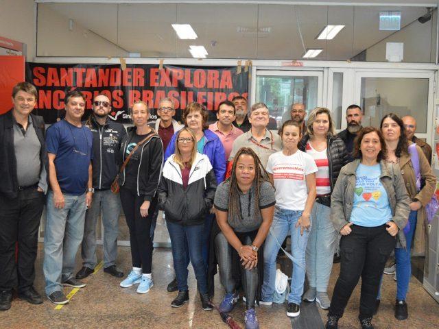 Bancários mantêm resistência à jornada ilegal no Santander