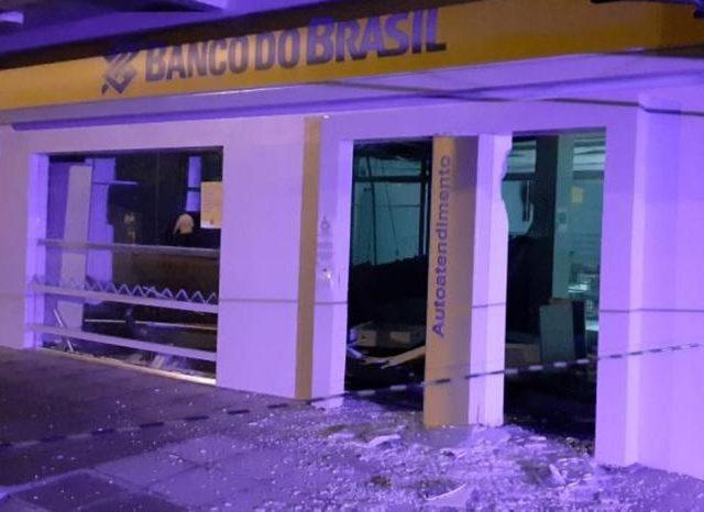 Criminosos explodem agência bancária no Vale do Rio ...