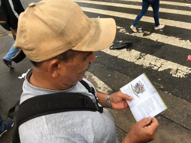 """SP: Contraf faz protesto contra carteira """"verde-amarela"""""""