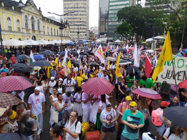 Sob chuva, FSR começa com marcha pela liberdade religiosa