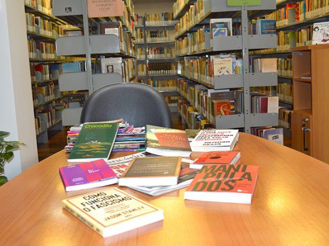 Trinta novos livros se juntam ao acervo da Biblioteca do ...