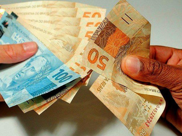 Mínimo deveria ser R$ 4.400 para família com quatro ...