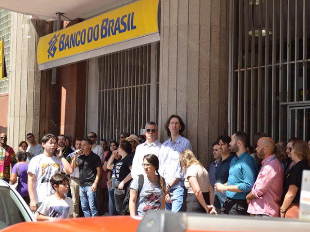 Bancários protestam contra reestruturação do Banco do Brasil