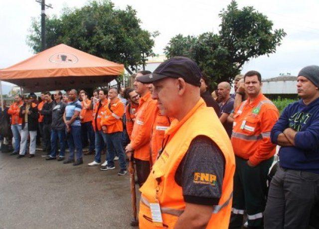 Petroleiros sofrem repressão e resistem a medidas do governo