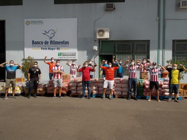 Equipes de futebol bancário doam cinco toneladas de alimentos