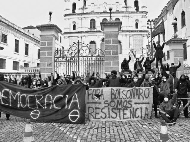 Ato em Porto Alegre protesta contra fascistas e ação ...