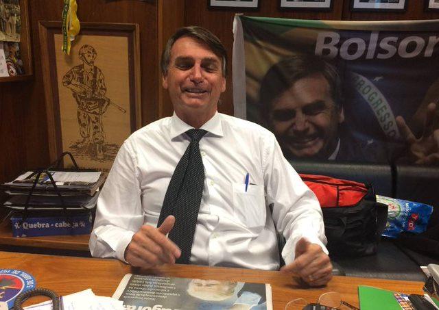 """Folha denuncia """"rachadinha"""" no gabinete de Bolsonaro quando era deputado"""