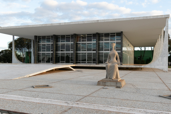 STF: dois ministros votam contra venda de refinarias da Petrobras