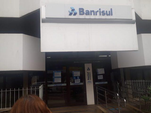 Sindicato acompanha protocolos em agência do Banrisul de Cachoeirinha