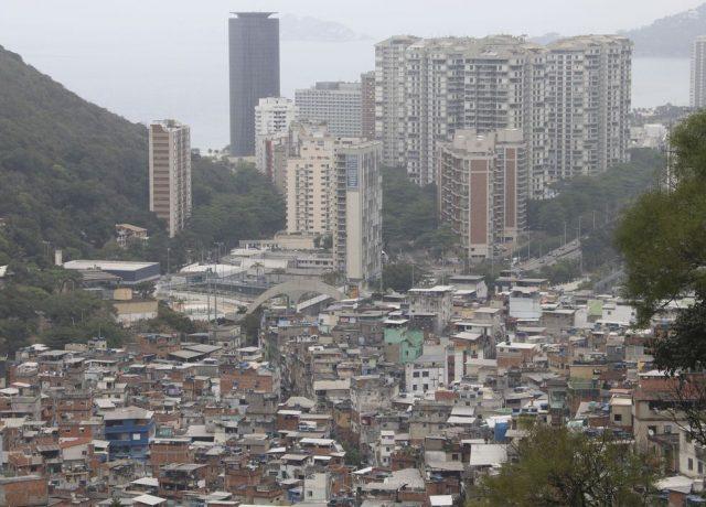 Bilionários somam US$ 176 bi enquanto metade da população ...