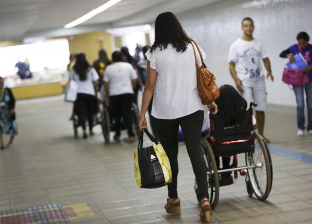 Decreto de Bolsonaro que isola estudantes com deficiência escancara ...