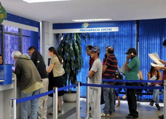 INSS: Bolsonaro dobra tempo para concessão de aposentadorias e ...