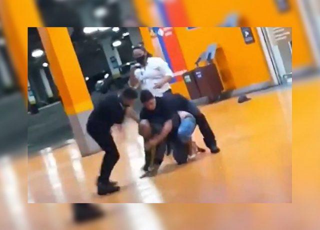 Homem negro é espancado até a morte por seguranças de ...