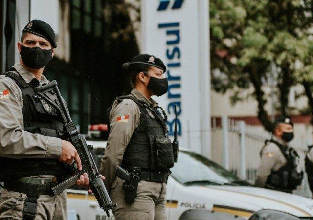Criminosos invadem agência na zona norte de Porto Alegre ...