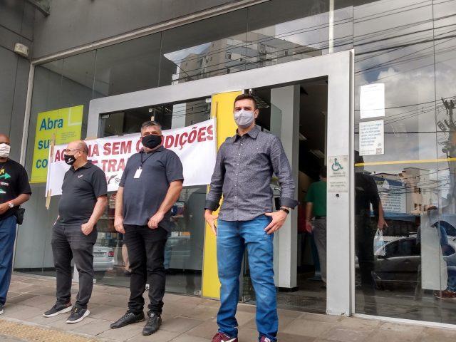 Sem ar-condicionado, bancários protestam e agência do BB  ...