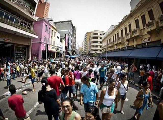 Brasil amplia subocupação e deixa sem emprego um terç...