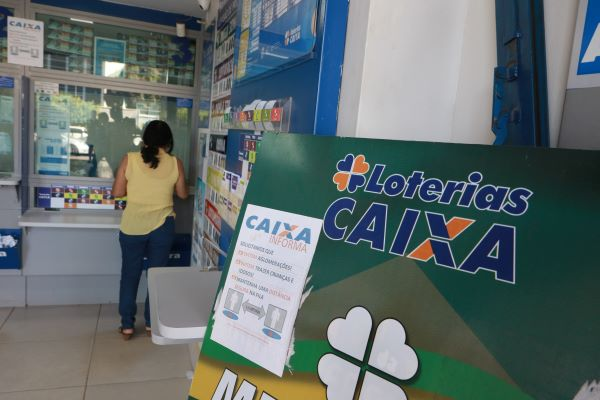 Bolsonaro encerra uso compartilhado de lotéricas e terminais entre ...