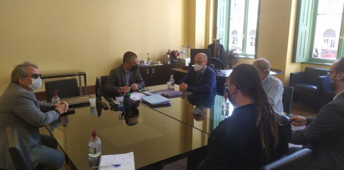 SIndBancários reuniu-se com a Prefeitura de Porto Alegre e ouviu que a vacinação da categoria aconteceria com a maior rapidez possível
