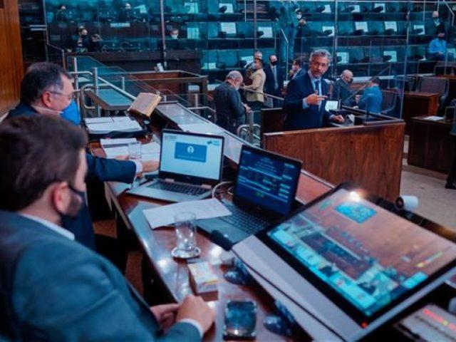 Deputados aliados do governo Leite aprovam projeto de submissão ...